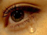 Потекла сльоза із ока